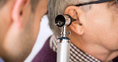 Ear disease: Cerumen In Marathi