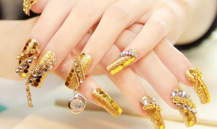 trendy nail art style in marathi